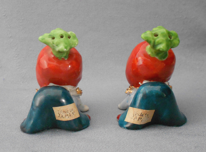 Made in Japan Salt and Pepper Shakers Vintage Anthropomorphic Carrots Bunch