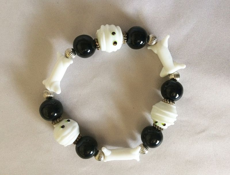 vintage halloween art glass jewelry bracelet bones skeleton beads black white halloween stretch bracelet in miscellaneous