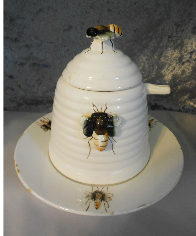 Vintage Ceramic Bee Hive Honey Jar Complete Four Piece Set With Lid Matching Plate And Original Spoon