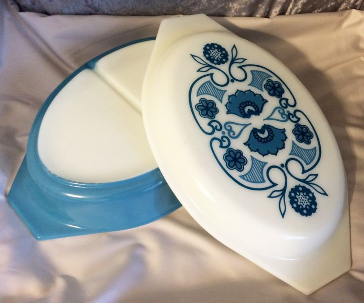 1969 Vintage Pyrex \u0027Horizon Blue\u0027 Oval 063 Divided Covered Casserole Dish 1.5 Quart in PYREX -FIRE KING & 1969 Vintage Pyrex \u0027Horizon Blue\u0027 Oval 063 Divided Covered Casserole ...