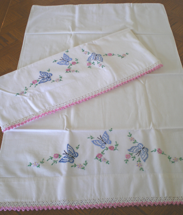 Embroidery Designs Baby Pillow Cases: Pillow Case Hand Embroidery Designs   makaroka com,