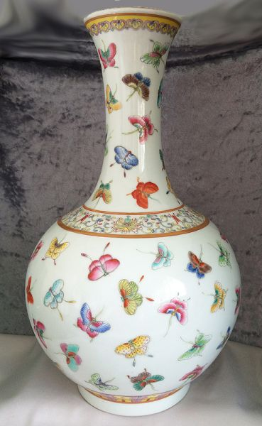 Superb Chinese Qing Guangxu Famille Rose 100 Butterfly