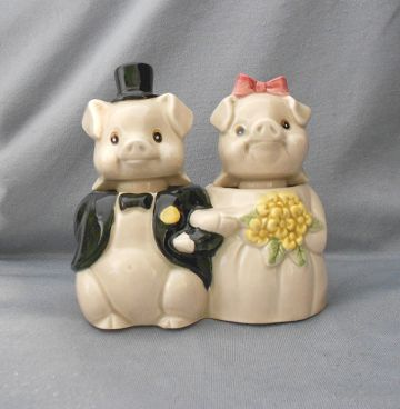 Vintage Anthropomorphic Bride & Groom Salt and Pepper Nodders in nodders