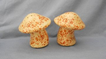 1970s Vintage Mod Mushrooms Salt and Pepper Shakers, U.S.A. in food related