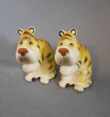 1960s Vintage Sad Tigers Ceramic Salt and Pepper Shakers, Japan in animals