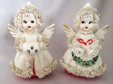 1950s Vintage Christmas Angels Salt and Pepper Shakers, Vintage Commodore White Spaghetti Trim Angels, Christmas Salt and Pepper Shakers in serving ware