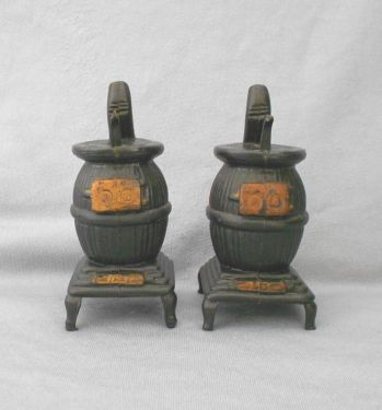 1960s Vintage Pot Belly Stoves Plastic Salt and Pepper Shakers in plastic